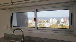 Estrene  Apartamento de 2 Dormitorios y garaje. Piso alto con vista al mar