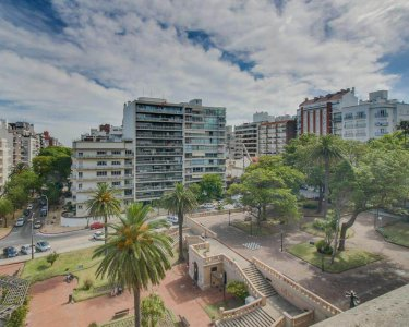 Entorno Plaza Tomas Gomensoro apartamentos de 2 dormitorios en pocitos